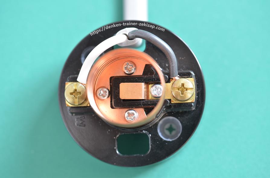 ランプレセプタクルに電線を結線した画像