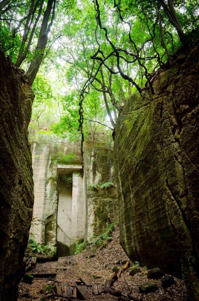 藪塚石切り場跡地の神秘的な空間