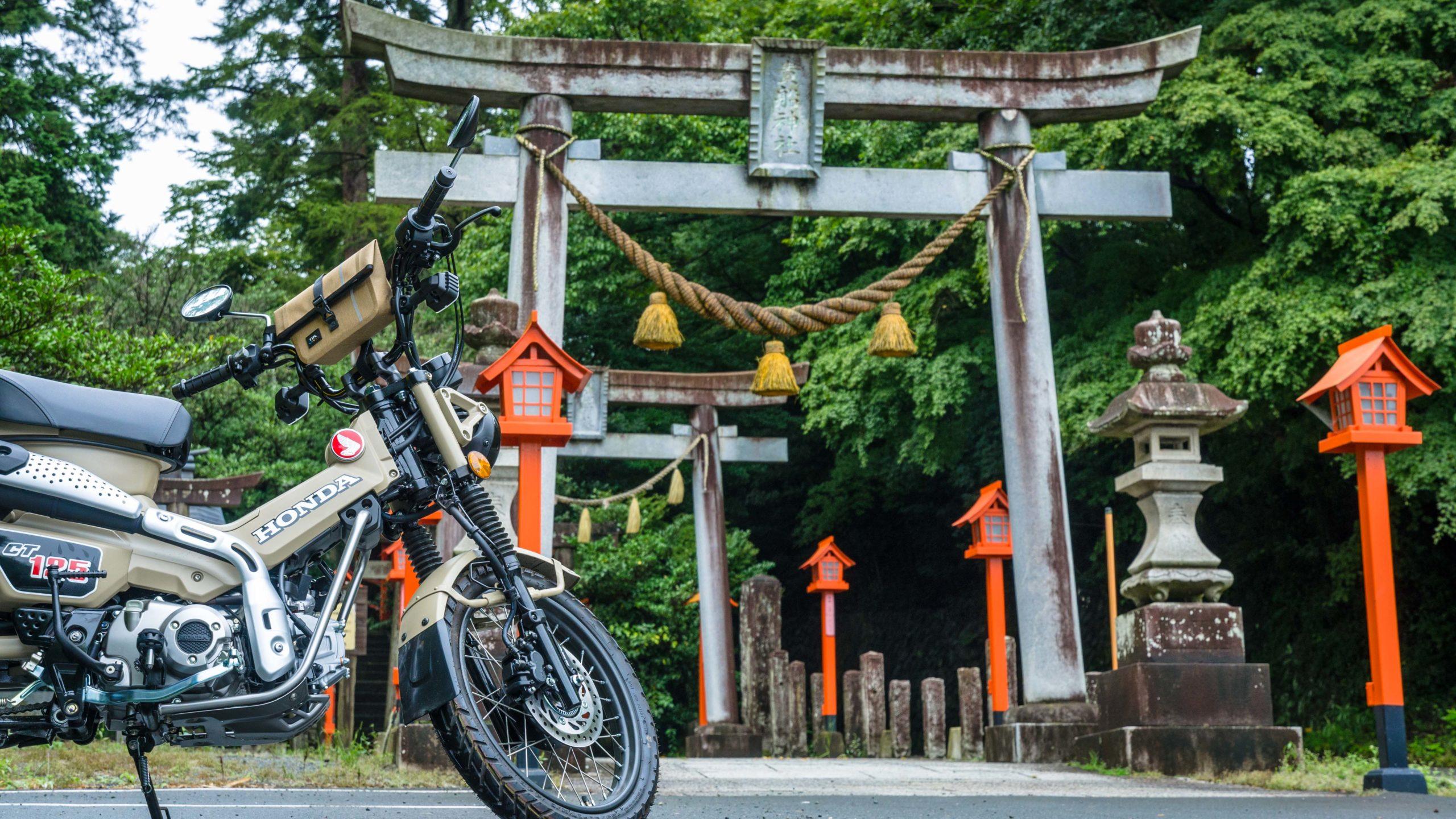 群馬の貴船神社の駐車場にとめたCT125ハンターカブ