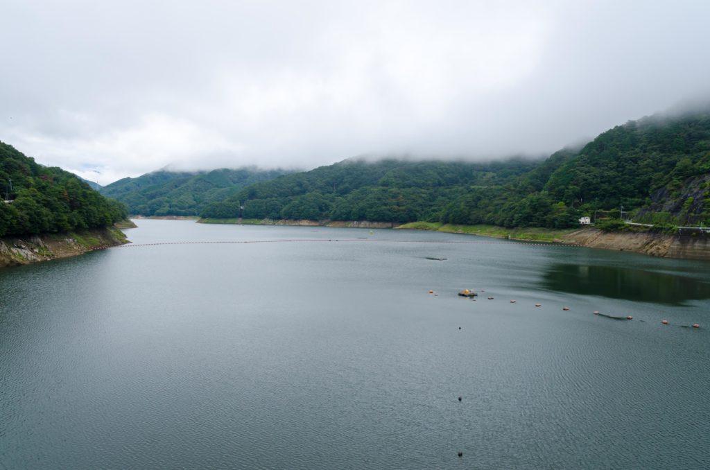 草木ダムの展望台から見た草木湖
