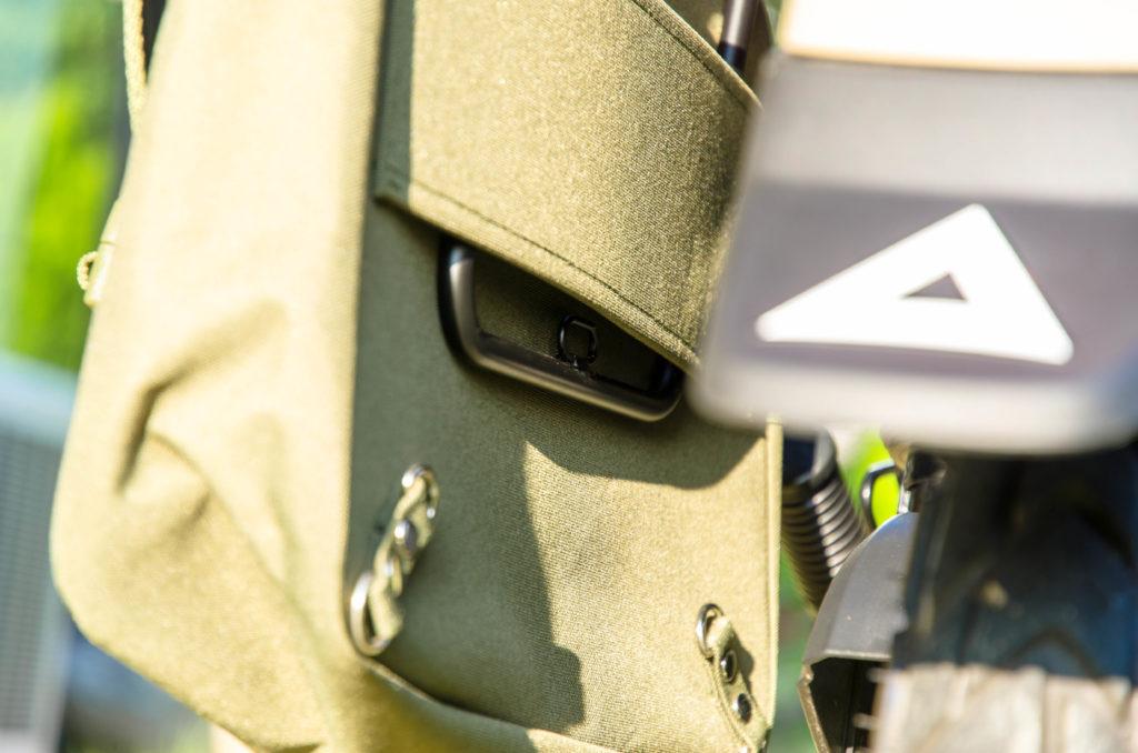 CT125ハンターカブ専用サイドバッグサポートを通して、デイトナのサイドバッグを装着した画像
