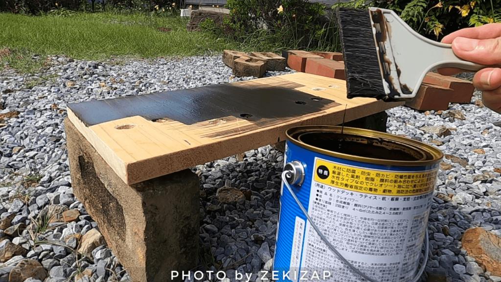CT125ハンターカブにホムセン箱を装着するために木板を防腐塗装