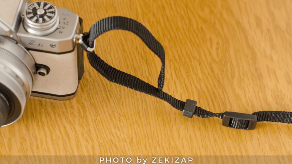 外れないカメラストラップの付け方(ニコン巻き)手順1ストラップを下から上に通す2