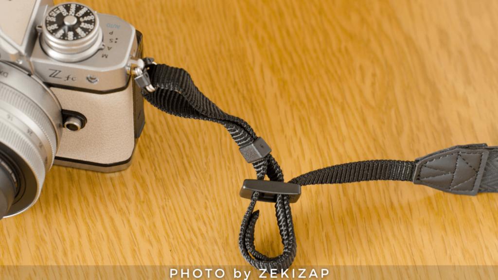 外れないカメラストラップの付け方(ニコン巻き)手順3ストラップをアジャスターの奥の穴に内側から通す